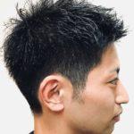 柔らかさを残したショートヘアの男性の写真